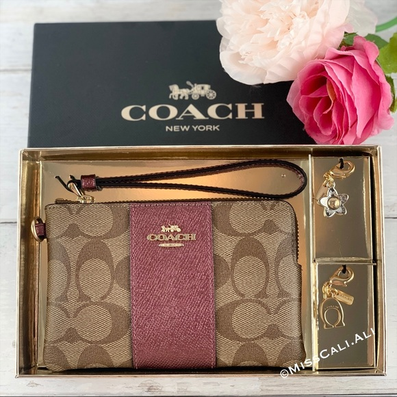 COACH Corner Zip Wristlet Signature Canvas Bag Box